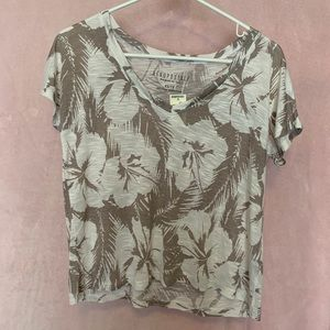 Cropped t-shirt with Hawaiian pattern